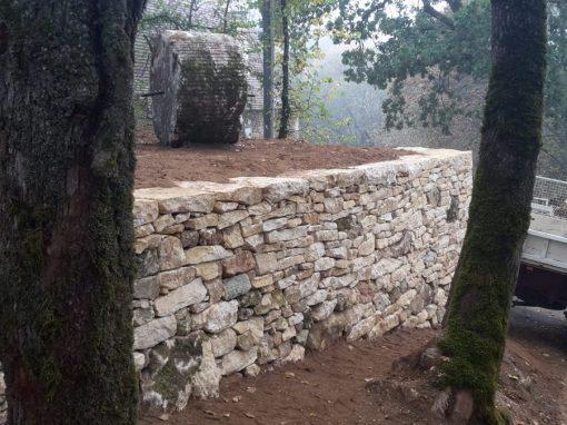 Mur en pierres sèches à Berbiguières